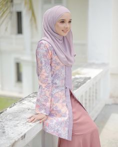 Thankfull for sweet friends like you🌸. Beautiful collection, Pastelina Batik coming to you this 25 November. Modest Dresses, Modest Outfits, Simple Outfits, Cool Outfits, Modest Clothing, Muslim Fashion, Modest Fashion, Hijab Fashion, Fashion Outfits
