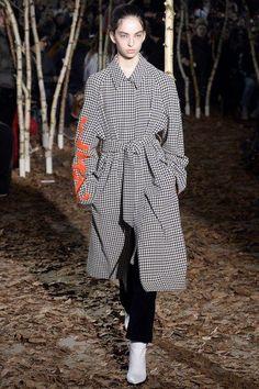 Off-White Fall 2017 Menswear Collection Photos - Vogue Fashion Books, Fashion Show, Outfit Instagram, Hot Outfits, Fashion Outfits, Street Style Looks, Textiles, Autumn Winter Fashion, Fall Winter