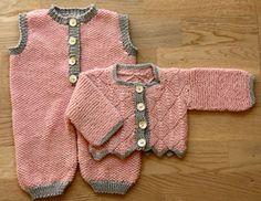Foto af trøje i dominostrik samt sparkedragt til BabyBorn