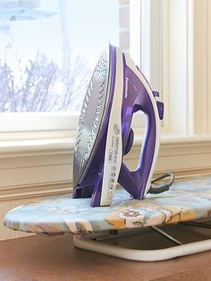 This iron has an elliptical soleplate that allows for forward and backward ironing, and easier access to tricky narrow areas like shirt cuffs. Where to buy it >>