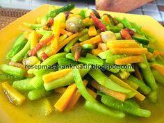 Resep Acar Kuning Timun Wortel - Resep Masakan Indonesia Veggie Recipes, Asian Recipes, Cooking Recipes, Indonesian Cuisine, Cooking Ingredients, Fruits And Veggies, Street Food, Food Pictures, Good Food