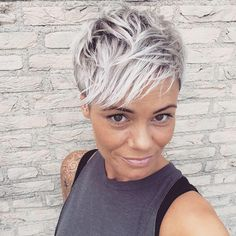 This color!! 😍 Curly Pixie Haircuts, Cute Short Haircuts, Pixie Hairstyles, Short Hair Cuts, Funky Short Hair, Great Hair, Love Hair, Hair Today, Freedom