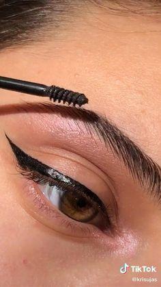 Makeup Inspo, Makeup Inspiration, Simple Makeup, Eye Makeup, Make Up, Hairstyle, Eyes, Makeup Stuff, Model