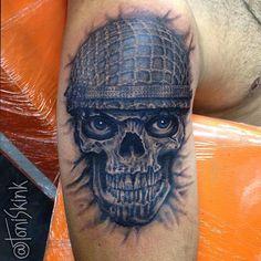 #Tatuagem por @ToniSkink, São Paulo, Brasil. Para ter uma #tattoo como essa, ligue 55 11 4562 9000, WhatsApp 11 96886 6623 ou escreva para skinktoni@gmail.com - Siga também @SkinkTattooSP #TattooBR #TattooBrasil #TattooSP #TattooZN #TattooJardins #BlackWork #Ink #Inked #Tattooed #skulltattoo #caveira #realistictattoo #tattoorealista