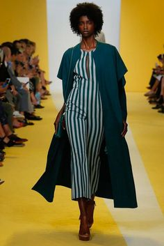 See the complete Akris Spring 2017 Ready-to-Wear collection.