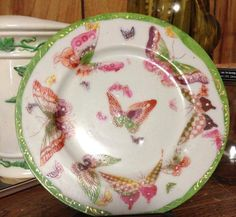 """""""This is the sole surviving plate from a set that belonged to my great-great-great aunt Mary. It has no markings on it. Anyone out there kno..."""