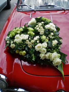 Fioreria Oltre/ Green and white roses wedding car decoration/ Floral heart