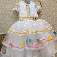 Aquela noivinha para alegrar e encantar o arrastapé seguiu para uma linda princesa ! Modelo exclusivo sob encomenda ,não temos pronta entrega  de noivinha junina !