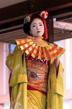北野天満宮追儺式・舞踊(上七軒・勝奈さん、市多佳さん) : 花景色-K.W.C. PhotoBlog