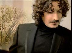 Sergio Cammariere - Tutto Quello Che Un Uomo Il singolo uscito nel 2003 si è classificato terzo al Festival di Sanremo dove ha vinto il Premio della Critica.