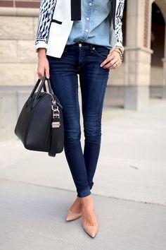 Denim on denim. Fica super moderno, e qualquer um pode usar! Mamães ou não!  #fashion