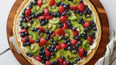 How to Make Fruit Pizza - Fruit pizza is the ultimate party dessert. Earn compliments every time with our foolproof recipes and kitchen-tested tips and tricks for making the best fruit pizza of all time. Fruit Pizza Cups, Fruit Pizza Frosting, Mini Fruit Pizzas, Easy Fruit Pizza, Easy Sugar Cookies, Sugar Cookie Dough, Dessert Simple, Pastas Recipes, Pizza Recipes