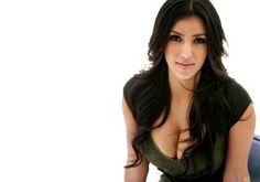 Hollywood : Actress Kim Kardashian से करोड़ों की लूटपाट - Hindi News, Current Headlines, Breaking News, Today's Latest Samachar at Jai Hind Times