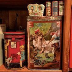 Vintage Tins, Vintage Decor, Altered Tins, Tin Containers, Tea Tins, Tea Art, Tin Boxes, Vintage Easter, Alice In Wonderland