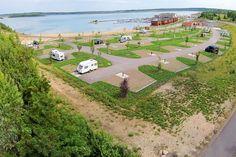 Das Lagovida ist ein Ferienresort mit Hotel, Ferienhäusern, Gastronomie und einem Wohnmobilhafen mit Stellflächen für 90 Mobile, die sich auf sanften Terrassen unmittelbar am See aneinanderreihen.