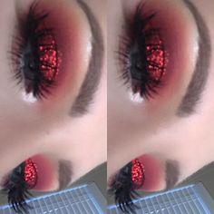 Ruby red eyeshadow using the Huda Beauty Desert Dusk Palette and Pat McGrath loose glitter ❤✨ #makeup #GlitterMakeup