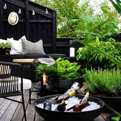 Pergola Attached To House Roof Info: 4587963667 Outdoor Tiles, Outdoor Decor, Outdoor Food, Black Accent Walls, Nordic Furniture, Pergola Attached To House, Wooden Pergola, Metal Pergola, Pergola Lighting