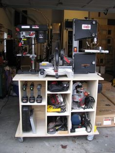 Woodworking For Beginners Watches mobile power tool storage cart.Woodworking For Beginners Watches mobile power tool storage cart Antique Woodworking Tools, Woodworking Workbench, Woodworking Shop, Woodworking Projects, Workbench Plans, Antique Tools, Woodworking Basics, Woodworking Machinery, Popular Woodworking