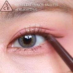 Ulzzang Makeup Tutorial, Makeup Tutorial Eyeliner, Makeup Looks Tutorial, Doll Eye Makeup, Eye Makeup Art, Kiss Makeup, Asian Makeup Tutorials, Peach Makeup, Korean Eye Makeup