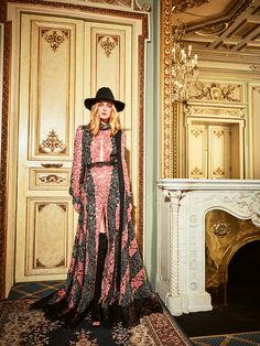 Yolan Cris FW 2016/17 Collection is already available on our website!  CHECK OUT the latest #fashionlooks that will make you swoon  #YolanCris #NewCollection #trends #style #FW #Eveningwear #totallook #fashion #fashionlook #PrêtàCouture  #70seventies #folkievibes