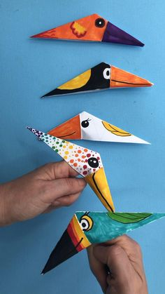 bird crafts for kids Oh my! I do love a quick craft combined with doodle fun! Get the scrap paper out. Some colourful pens and learn how quick and easy these Paper Bird Finger Puppets are to make! Super easy origami for kids! Easy Origami For Kids, Origami Simple, Easy Oragami, How To Do Origami, Paper Crafts Origami, Paper Crafts For Kids, Art And Craft, Diy With Kids, Quick Crafts
