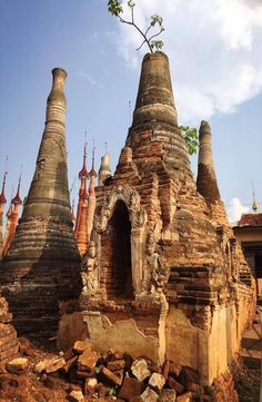 Indein Pagoda is to the south west of Inle Lake, in Shan State of Myanmar. How to get to Indian Pagoda, Indian Pagoda price Pictures, Photos, Grimm