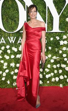 Tony Awards 2017 Red Carpet - June Allison Janney in Cristina Ottaviano Photo: Getty Images Celebrity Red Carpet, Celebrity Dresses, Celebrity Style, Allison Janney, Awards 2017, Candid Photography, Perfect Image, Beach Photos, Lady In Red