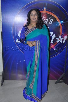 Geeta kapoor in a shaded blue and turq saree with velvet blouse at India's Dancing superstar.