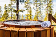 Discover every stunning space from HGTV Dream Home a modern mountain retreat located in Whitefish, Montana. Scandinavian Hot Tubs, Montana Living, Patio Pictures, Kitchen Pictures, Hgtv Dream Homes, Mountain Modern, Modern Lodge, Luxury Estate, Lodge Style