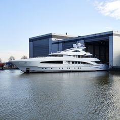 WHITE (ex Project AYLA) is a full-aluminum yacht by Heesen with exterior design by Omega Architects and interior design by Cristiano Gatto. Luxury Life, Luxury Homes, Most Expensive Yacht, Big Yachts, Grand Luxe, Cool Boats, Fast Boats, Yacht Interior, Yacht Boat