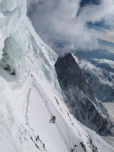 K2,bottleneck traverse, around 8300 metres