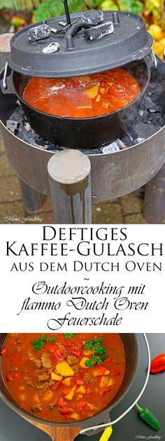 Ein deftiges Kaffee-Gulasch aus dem Dutch Oven ist ein zartes und saftiges Fleischgericht. Mit der flammo Dutch Oven Feuerschale gelingsicher zubereitet.