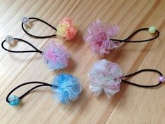 簡単! お花みたいなポンポンリボンのヘアゴムの作り方|その他|ファッション小物|ハンドメイド | アトリエ