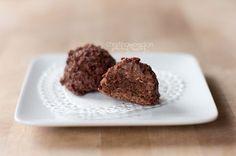Gluten Free, Raw, Vegan Chocolate Macaroons {Hail Merry Copy Cat} - Macarons au chocolat faciles...miamm!