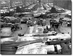 Boeing Flying Fortress assembly during World War II at Plant just south of downtown Seattle. (Photo: The Boeing Company / SL) B 17, General Motors, The Mighty Eighth, Boeing Aircraft, Nose Art, Service Dogs, Military History, Military Aircraft, World War Ii