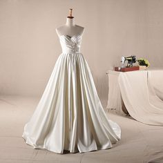 Sweetheart neckline with beading decoration A-line wedding dress