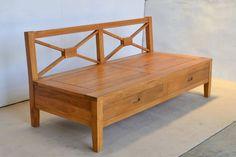 Sofa minimalis kayu jati sandaran bersilangan tanpa sandaran samping. Cushion dudukan dan sandaran termasuk