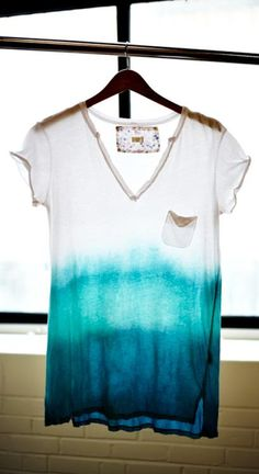Harris Sisters GirlTalk: DIY Project: How to Dip a T-Shirt tye dye shirts easy Shibori, Diy Ombre, Teal Ombre, Look Fashion, Diy Fashion, Fashion Trends, Do It Yourself Mode, Dip Dye T Shirts, Tee Shirts