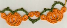 Cute tatting - pumpkins on a vine.  Not sure what I'd use it for, though...