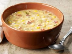 Yesterday, I had lunch at Panera Bread. They had one of my favorite soups on the menu, Summer Corn Chowder! I absolutely love corn chowder, so I was delighted to see it on the menu. Corn Chowder Soup, Panera Corn Chowder Recipe, Summer Corn Chowder Panera, Corn Chowder Recipes, Vegetarian Corn Chowder, Soup And Sandwich, Sandwich Recipes, Pasta, Mets