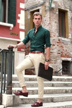 Busy days call for a simple yet stylish outfit, such as a hunter green long sleeve shirt and beige chinos. Turn your sartorial beast mode on and rock a pair of oxblood leather tassel loafers. Style Casual, Casual Outfits, Men Casual, Smart Casual, Work Outfits, Casual Fall, Work Attire, Men Business Casual, Business Wear