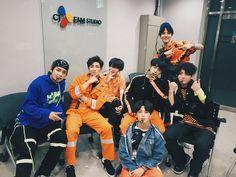[#오늘의방탄] ✨경⭐️방탄소년단 컴백⭐️축✨ 컴백쇼에서 보여준 신곡 'Fake Love', 'Airplane pt.2' 그리고 'Anpanman' 무대 다시보기 필수!^.~ #내가가진건이노래한방 #BTS