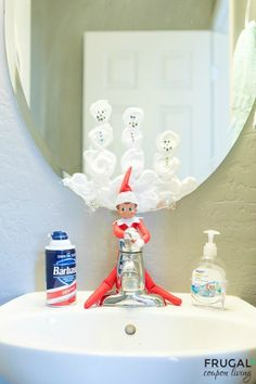 Elf Snowmen in the Mirror. Daily Elf on the Shelf Ideas all November and December long plus free Elf on the Shelf Printables and Costumes. Elf Ideas Easy, Awesome Elf On The Shelf Ideas, Elf On The Shelf Ideas For Toddlers, Christmas Elf, Christmas Balls, Christmas Kitchen, Christmas Carol, Christmas Ideas, Christmas Jokes
