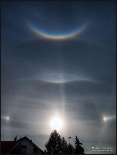 Halo solar, arco circuncenital (en la parte superior) y parhelios (los dos reflejos en los extremos del halo. Koprivnica, Croacia. 8 de marzo de 2012  Foto: Marko Posavec
