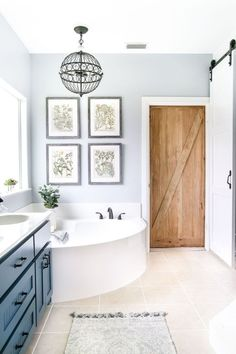 35 Farmhouse Master Bathroom Ideas