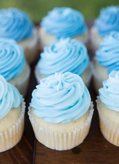 Have fun with blue ombre cupcakes at your kid's birthday party celebration! | kids party recipes