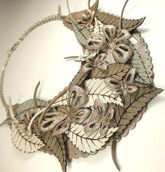 Время Исчезающих Бабочек. Колье из натуральной кожи - бежевый,серый,белый