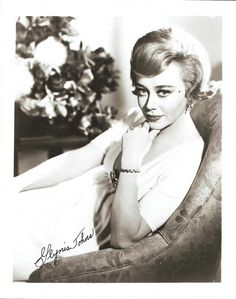 Glynis Johns (born 5 October British stage and film actress, dancer, pianist and singer. Barbara Bel Geddes, Glynis Johns, Anna Magnani, Classic Movie Stars, Famous Women, Famous People, Vintage Hollywood, Classic Hollywood, Retro Hairstyles