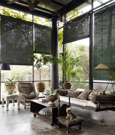Yet another great outdoor living space :) de casas design and decoration Home, House Styles, Interior And Exterior, Elle Decor, Screened Porch, House Design, Outdoor Rooms, Interior Design, House Interior