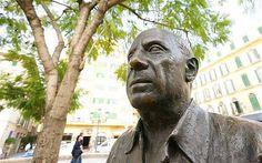 Statue of Pablo Picasso, Plaza de la Merced, Málaga - article intéressant sur le tourisme à Malaga